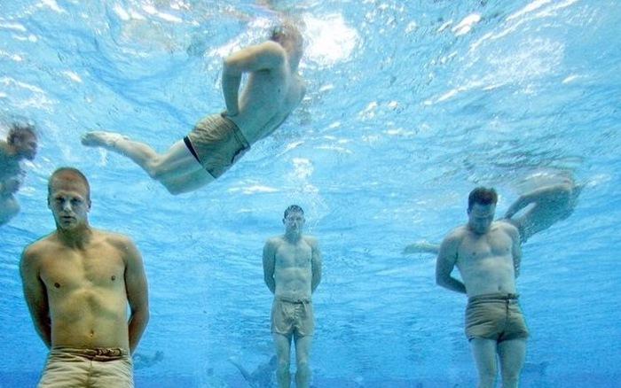 Làm thế nào để thoát chết đuối khi bị trói