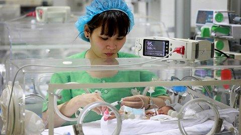 Sẽ có tử cung nhân tạo để nuôi sống trẻ sinh non
