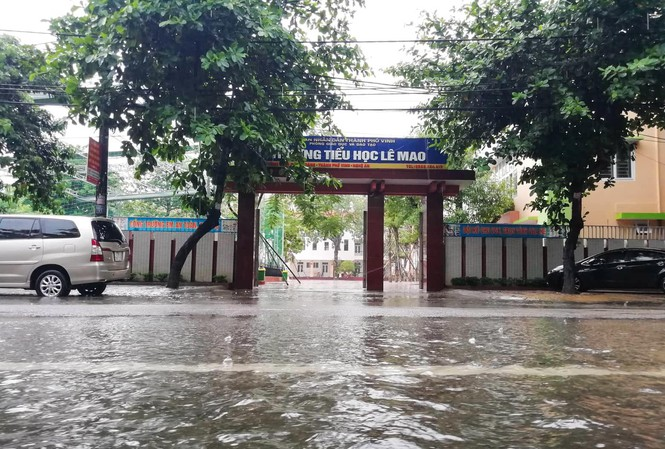 Nghệ An: Một số trường học lùi khai giảng vì mưa lũ