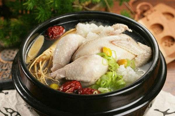 Bồi bổ sức khỏe cho gia đình với món gà tiềm sâm Hàn Quốc