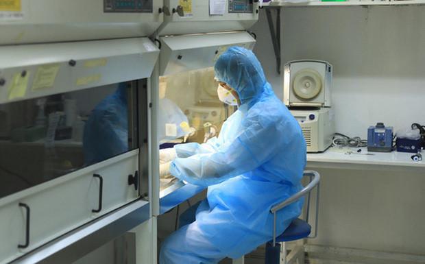 Vì sao test nhanh không có giá trị phát hiện người bị Covid-19?